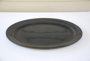 "Large Serving Platter (19"" black, ceramic, oval)"