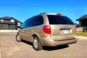 2006 Chrysler Town & Country Family Van in good condition