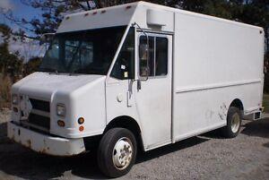 2001 FREIGHTLINER MT45 Step Van, diesel