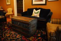 ANTIQUE TRUNK: VERY GOOD CONDITION