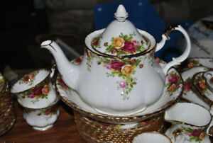 OLD COUNTRY ROSE - Royal Albert china - REDUCED