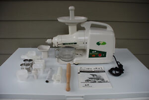 Green Power Juicer - Great Condition, Manual, All Accessories