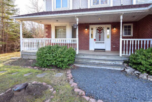 Beautiful 2 story detached home in Brookside!