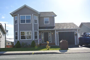 Fully Developed 2 Storey Home w/Attached Garage in Paradise!