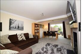 Lovely double room in a nice house with driveway and garden