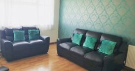 Spacious 3 Bed Furnished Flat with free Parking Tolworth Station 10 min. walk.