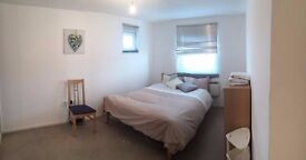 Double Bed in Rooms to rent in flat with balcony and parking in Beckton area