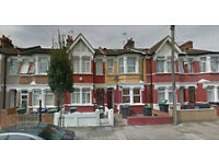 Lovely studio flat on the first floor available in Tottenham, HB and DSS accepted.