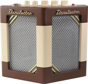 DANELECTRO HODAD GUITAR AMP W/TREMOLO 2 SPEAKERS COOL!