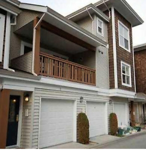 Newer Townhome for Rent in Granville/Thompson Area with Garage