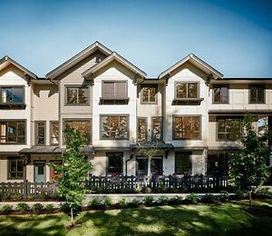 LANGLEY TOWNHOUSE FOR SALE MOVE IN READY