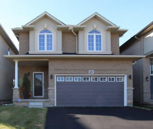 2 Storey house for sale in Meadowlands of Ancaster