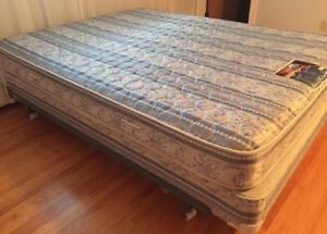 Queen bed for sale!