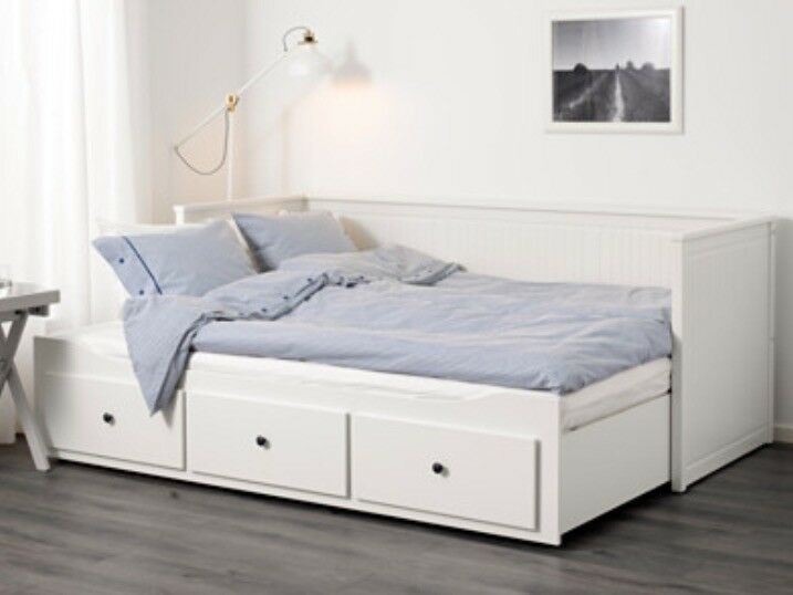 DOUBLE TO SINGLE CONVERTIBLE BED
