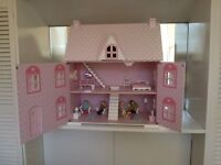 Dolls House and Accessories (very good condition)