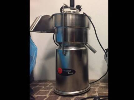 Commercial juicer by INNOX, as new, going cheap!!