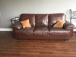 FREE COUCH MUST GO NOW!!!  *pick up only*