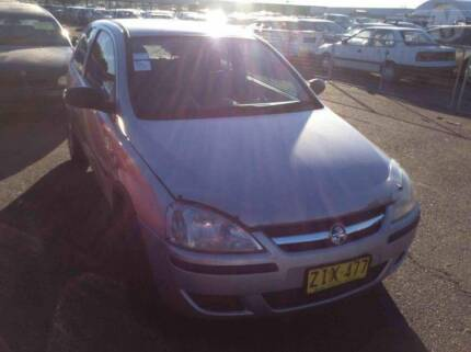 Holden Barina xc 2004 wrecking all parts