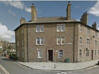 Spacious and bright 2 bed flat in central Broughty Ferry (with private parking optional extra)