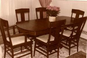 Antique dinning table with 6 chairs
