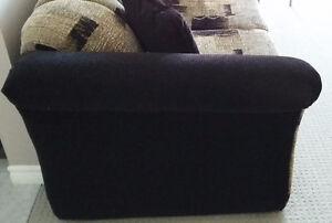 SOFA,LOVE SEAT & 4 ACCENT PILLOWS-MADE IN CANADA (REDUCED PRICE) London Ontario image 4