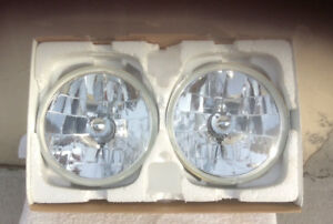 "Halogen 7""Glass Headlights H-4 bulbs Plug n Play"