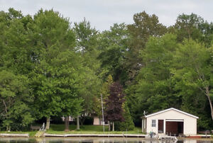 WATERFRONT ALL SEASON HOME /COTTAGE on PIGEON LAKE 6 BRM/2.5BTRM