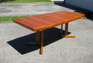 Amazing Vintage MCM Retro Teak Dining / Kitchen Table. Chairs
