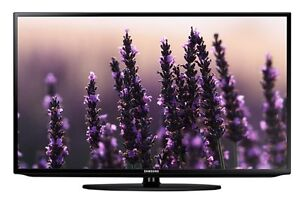 """Samsung 32"""" LED 1080P Smart TV includes $100 Wall Mount"""