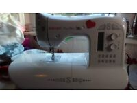 SINGER SEWING MACHINE IN EXC COND...