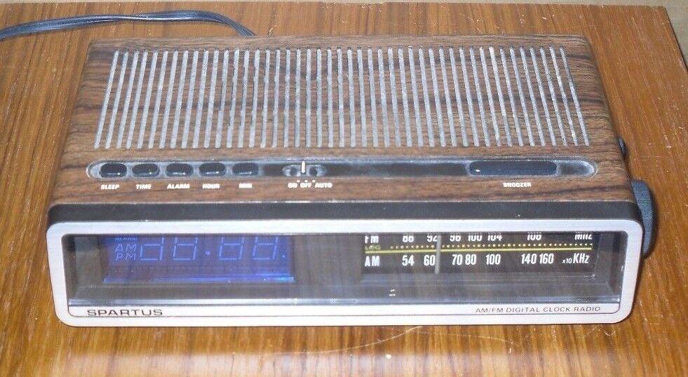 Vintage Spartus (0110-61) AM / FM Digital Alarm Clock Radio w/ Snooze *Tested*