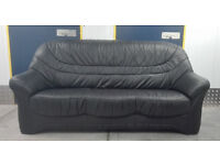 Black leather sofa in very good condition // free delivery
