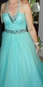 Blue halter dress size 6 perfect for prom