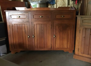 Solid Pine - Gorgeous Buffet and Hutch