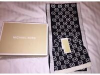 Michael Kors hat & scarf gift set