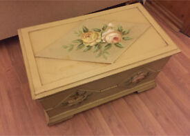 Beautiful vintage storage box with lid, fully lined