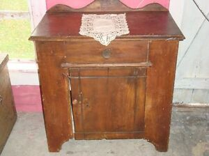 Chiffonnier antique en orme