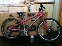 IslaBikes Beinn 20s. Bright Pink with Box. Great Condition.