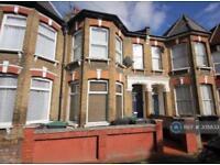 2 bedroom flat in Carlingford Road, London, N15 (2 bed)