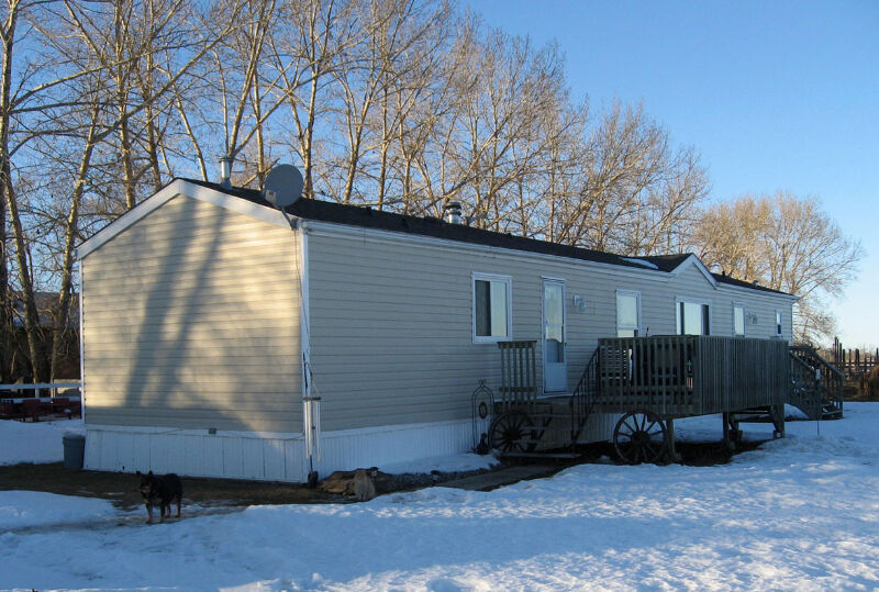 mobile home to be moved in excellent condition houses