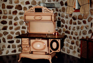 Antique Wood Burning Stove - Poêle à bois antique