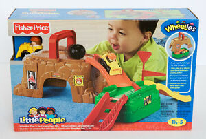 NEW Fisher Price Little People Wheelies Play 'n Go Construction