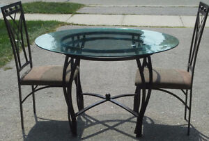 Glass kitchen table with two chairs in excellent condition