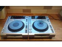 2x Pioneer 850 CDJs