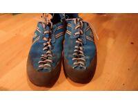 Evolv Royale climbing shoes size 8.5/42.5