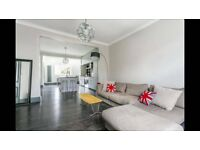 Lovely DOUBLE ROOM in a Huge House with Garden