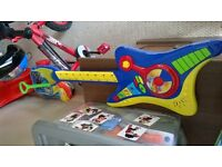 kids guitar lots of diff sounds excellent condtion