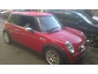 *EXCELLENT CONDITION* mini one/cooper read add 1.6 with very low miles *BARGAIN ONLY £1000*