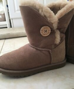 Authentic women Ugg boots - new condition