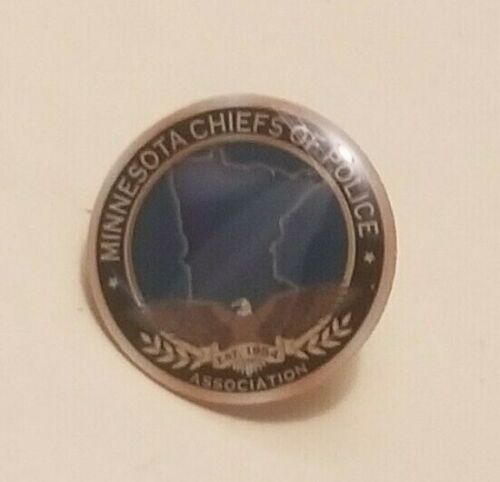 MINNESOTA Chiefs of Police Association Collector Pin    (A120)